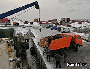 Судну «Капитан Финашин» удалось доставить продукты на остров Беринга в «окно» между постоянными штормами. Фото 3